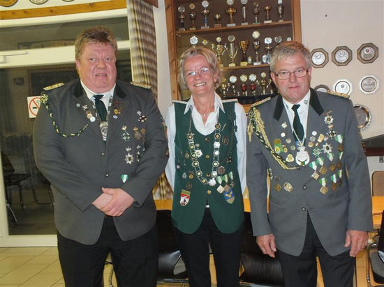 v. l.: 1. Vorsitzender Michael Prange, Kaiserin Jacintha Handke, Kaiser Erfried Heidhoff