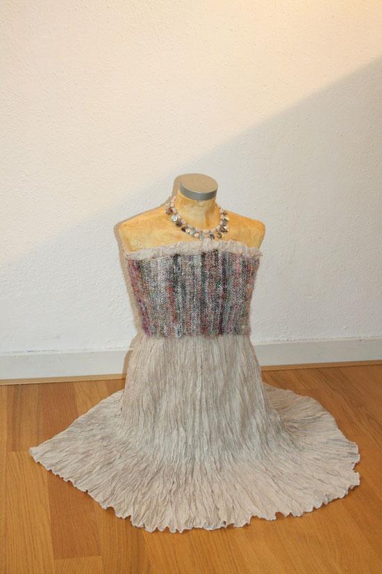 nach der Hochzeit, einer der 3  Röcke im neuen Look,  Idee und Ausführung: Beate Gernhardt Foto Henriks Porciks