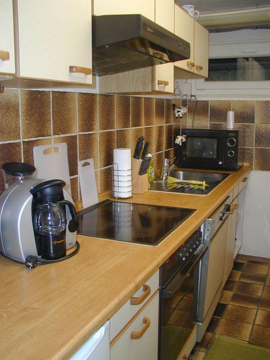 Küche - ausgestattet mit  Senseo-und Filter- Kaffemaschine ( keine Tassimo )