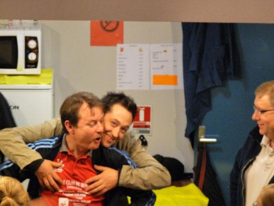 Le Trésorier Serge Gombart constate la bonne humeur d'Eric et de Manu.