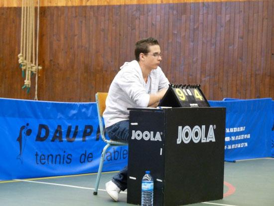 Antoine à l'arbitrage et le coach du match des féminines (2009-2010)