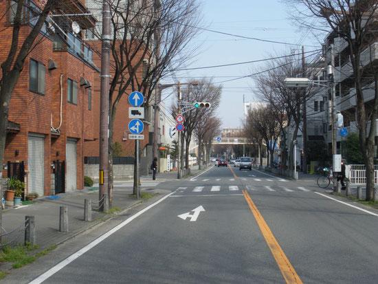 ⑧七松幼稚園前交差点(西側から ここを左折)
