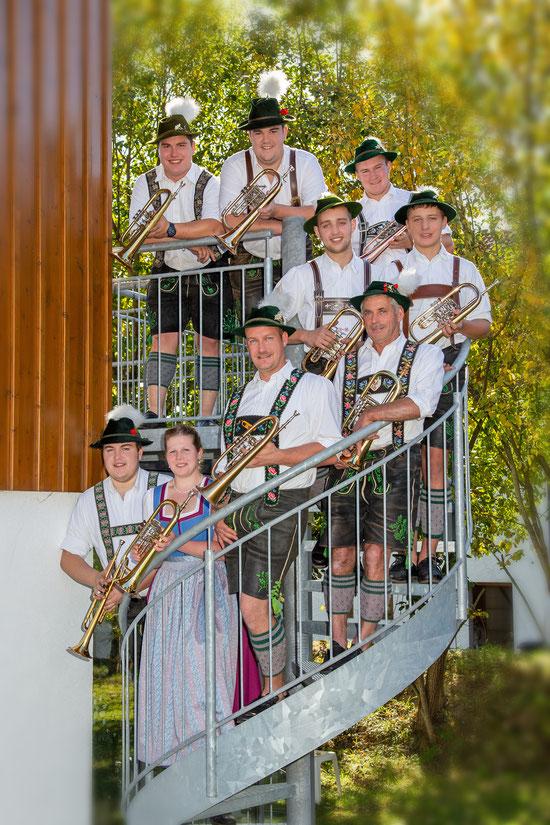 von unten: Florian Soyer, Veronika Ressler, Albert Guggemoos, Josef Luidl, Johannes Gattinger, Andreas Gattinger, Josef Weiß, Thomas Bernhard, Tobias Popp,