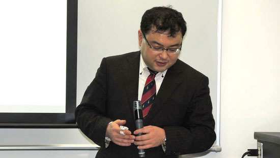 講演中の宮本先生