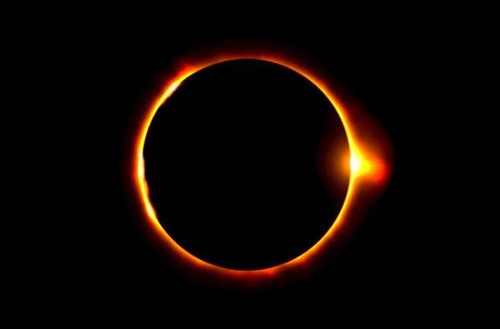 Jésus et les prophètes Joël, Esaïe, Sophonie, Amos annoncent que le soleil s'obscurcira lors du grand Jour de la colère de Jéhovah. Tous les astres s'obscurciront le grand Jour du Tout-Puissant à Harmaguédon.