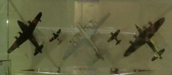 ↑画像クリックでブログへ  小松航空プラザの戦闘機に思う