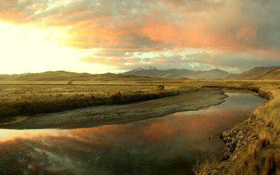 La route pour aller au lac Titicaca nous gratifie de spots de camping sauvage sublimes.