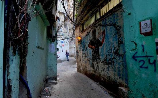 Le camp de Bourj al-Barajneh à Beyrouth. Il abrite des milliers de réfugiés palestiniens et maintenant syriens (MEE/Dominika Ożyńska)