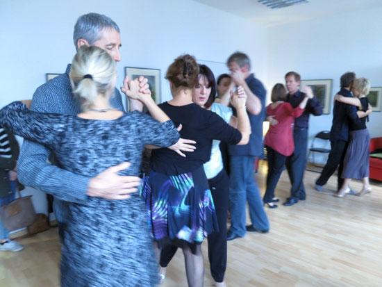 Die Praxis für Psychotherapie von Dipl.-Psych. Reimer Bierhals in Bamberg ist mit Tango eingeweiht worden - Ronda-Bild01