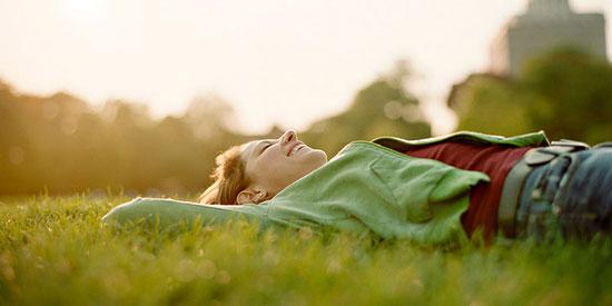 la sophrologie développe la conscience de façon à harmoniser le corps et l'esprit, en chassant peurs, angoisses et tensions.