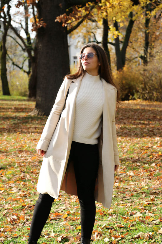 Beige Coat, Fall Autumn, Carmen Schubert