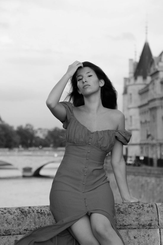Red dress, Paris, Carmen Schubert