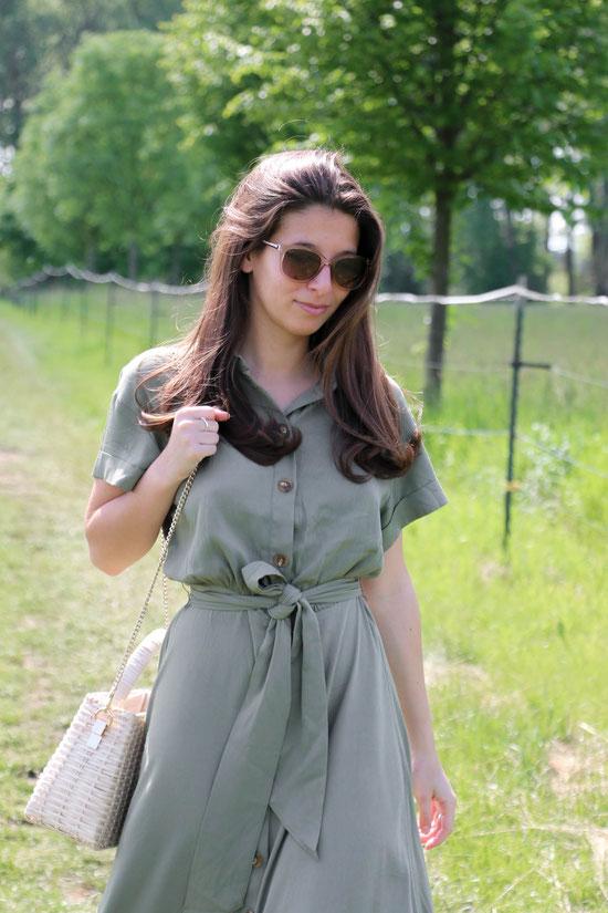 by Carmen Schubert Modeblog Deutschland KHAKI Grünes Sommerkleid Zara