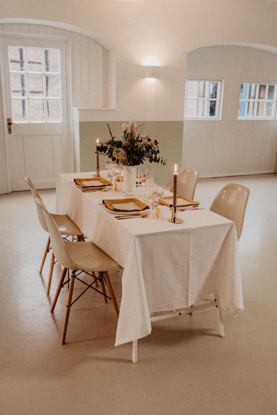 Tischdekoration Hochzeitsdekoration Scandinavian Minimalism Kerzenständer Blumendeko Eameschair Hochzeitslocation Haus Runde