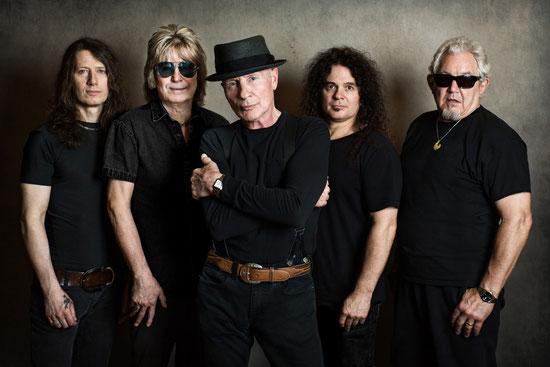 UFO im Jahr 2018 , hier noch mit dem im April überraschend verstorbenen Paul Raymond (zweiter von links). Foto: Martin Huch