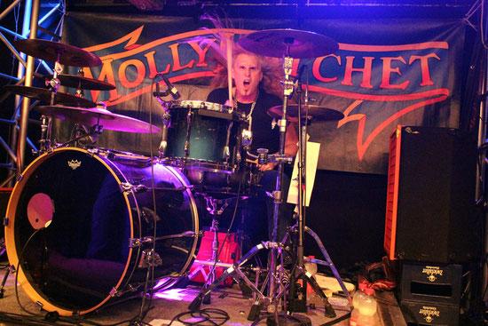 Die stets wehende Mähne ist sein Markenzeichen: Shawn Beaver beim Drum-Solo.
