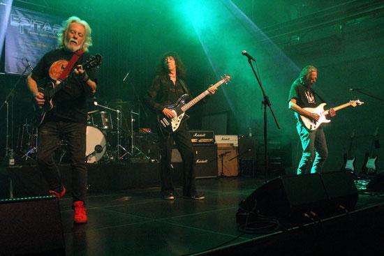Epitaph in Aktion mit den drei blind aufeinander eingespielten Band-Urgesteinen Cliff Jackson, Bernd Kolbe und Heinz Glass (von links), die mit Unterbrechungen seit Ende der 70er-Jahre  miteinander auftreten.