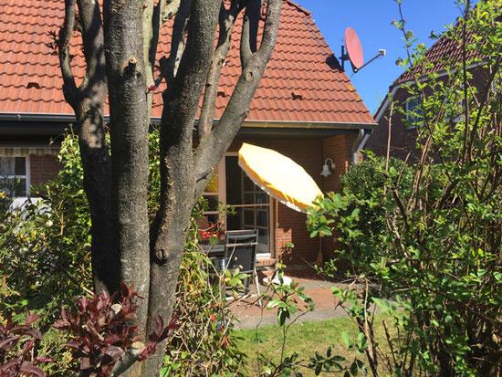 Hier lässt es sich aushalten - schöner Garten vom Ferienhaus Nordseeufer in Carolinensiel