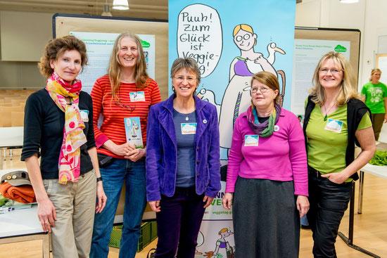 Von links: Heidrun Klaus, Monika Zebski, Irmela Erckenbrecht, Renate Holz, Sabine Arndt: Das Veggietag-Team Göttingen