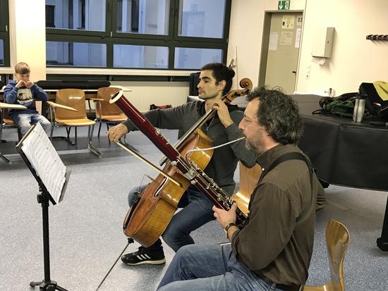 Joel Cantori (Cello) und Niko Maler (Fagott) beim Guinness-Konzert der Rekorde