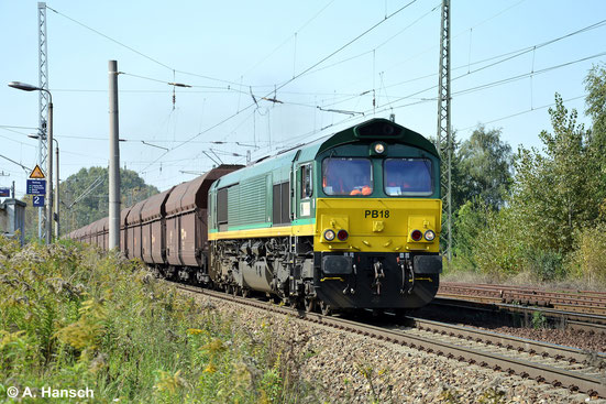 266 022-3 ist von ITL angemietet und als PB18 unterwegs. Am 18. September 2014 wuchtet die Maschine einen Kohlezug durch Leipzig-Thekla