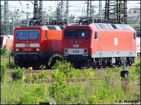156 004-4 (MEG 804) steht am 2. Juni 2012 im Vorfeld des Leipziger Hbf. Daneben sonnt sich 143 139-4
