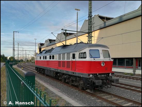 232 356-6 ruht am Morgen des 14. August 2018 in Chemnitz Hbf. Die Lok gehört WFL. Immerhin konnte mit dem Handy ein Schnappschuss angefertigt werden