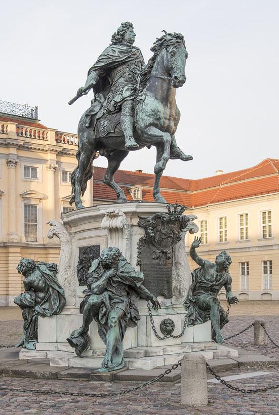 Reiterstandbild des Großen Kurfürsten im Ehrenhof des Schlosses Charlottenburg