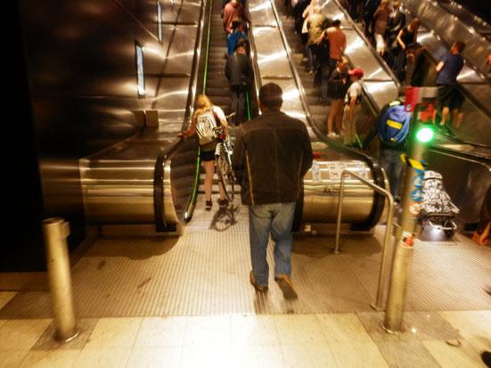 ちなみにトラムが発達しているフィンランドの地下鉄の場合、チャリ遭遇度は低いです。