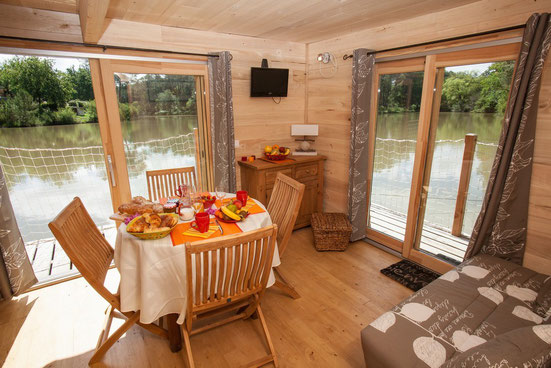 cabane sur l eau dordogne cabane dans les arbres dordogne. Black Bedroom Furniture Sets. Home Design Ideas