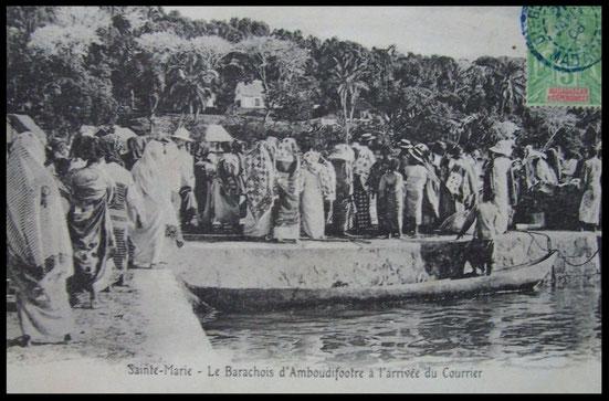 Carte postale ancienne: Sainte-Marie le Barachois d'Ambodifotatra à l'arrivée du courrier, 1908