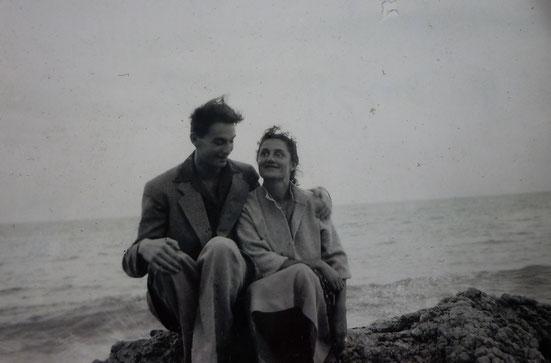 Janine et Jean sur la plage du Cap-Ferret