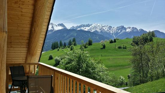 Mitten in der Natur mit Ausblick auf die Berge