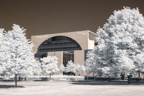 Kanzleramt, Infrarot, Holger Nimtz, Infrared, Fotografie, Photography, Infrarotaufnahme, Berlin, Architektur, Wood-Effekt, IR,