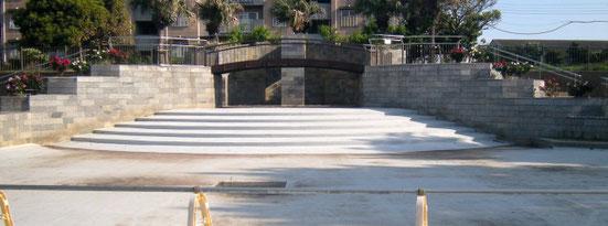 なでしこ公園「波の泉」階段脇バラの花壇 2019年5月11日