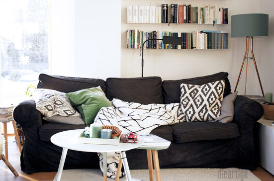 "dieartigeBLOG - Sofaecke im Januar, Decke ""The Grid"" von bastisRIKE, Kissen H&M Home"