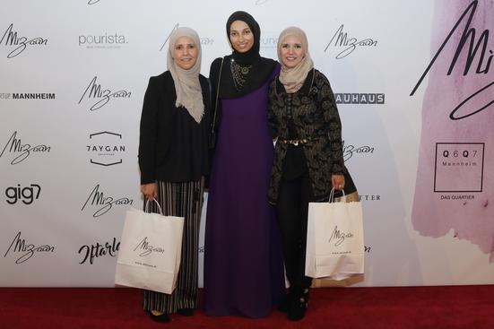 v. links (Hanan Hamdaoui; Meriem Lebdiri; Fatima Hamdaoui)