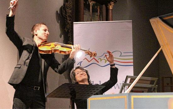 Überzeugten mit perfektem Spiel: Antoine Tamestit (l.) und Masato Suzuki beim Konzert in Schenefeld. SABINE KOLZ