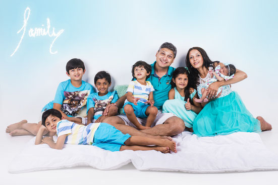 photo shoot of a big family
