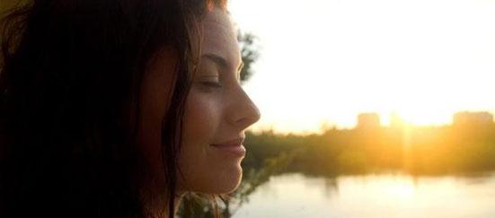 visage heureux, sérénité et bien être