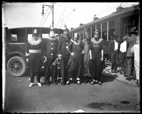 In 1919, the carnival parades were cancelled because of the Spanish flu, but this did not stop New Orleans residents from dressing up and strolling in the city streets (John T. Mendes, Historic New Orleans Collection).