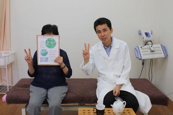 お灸教室の参加者と院長