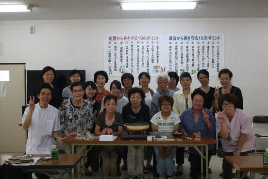 お灸教室に参加した内川町内会婦人部の方たちです