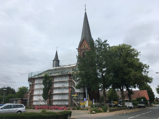 Löhne Martin-Luther-Kirche Einrüstung Hauptschiff für Dacharbeiten