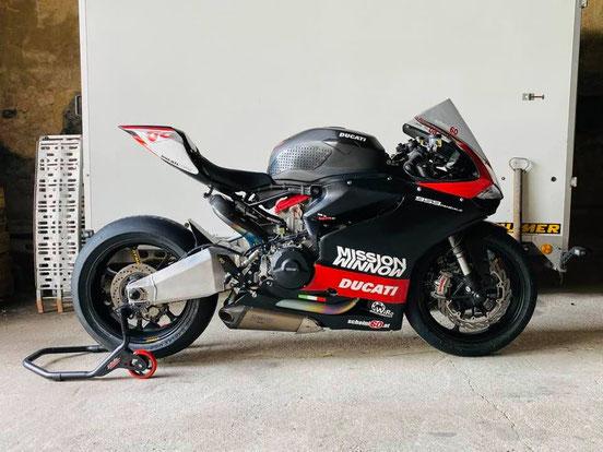 #madebyHumi88 - Unglaubliche Unterstützung von meinem guten Freund Michael Huber! Er erledigte die komplette Vorbereitung der Ducati Panigale 959!