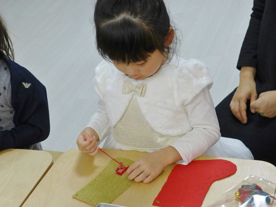 幼児教室クリスマス・ブーツにクロスステッチ