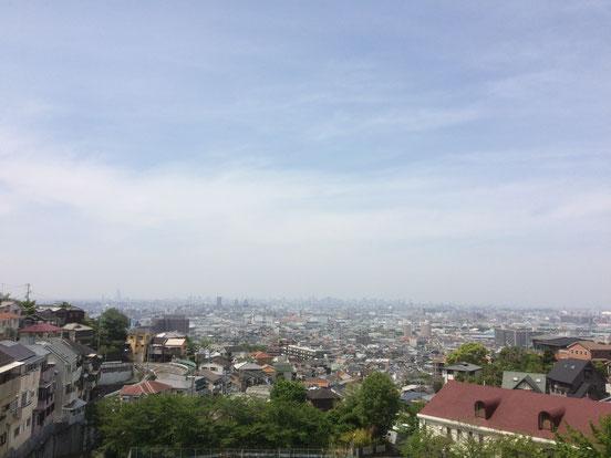 石切駅から大阪平野を望む(筆者撮影)