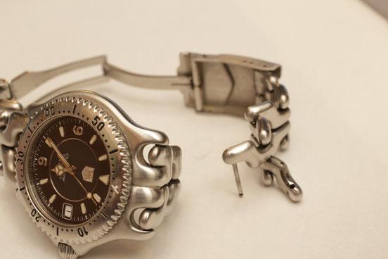 参考画像 ベルトコマがゆるんで壊れてしまったタグホイヤー腕時計