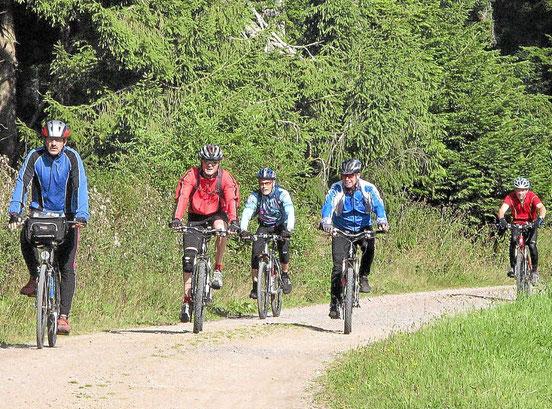 Am Sonntag findet dann die 20. Tour de Dietersweiler statt. Alternativ zum Radfahren lockt der Frühschoppen, sowie verschiedenste Spiel- und Spaßangebote rund um die Turnhalle.