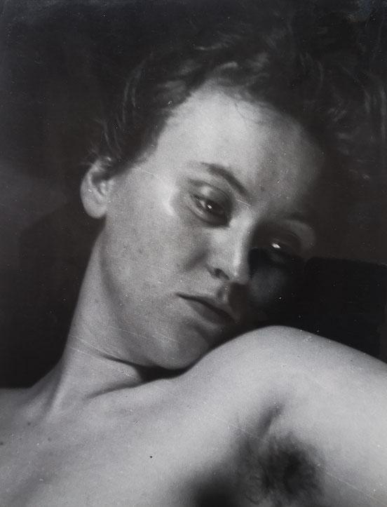 Portrait de femme à l'aisselle, attribution Roger Parry